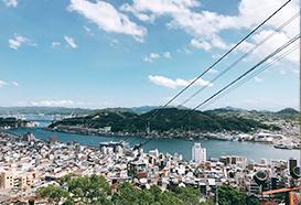 尾道千光寺へのロープウェイからの瀬戸内海と街並みの眺め