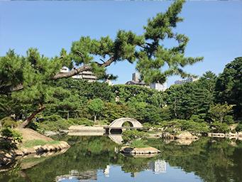 縮景園の濯纓池と太鼓橋